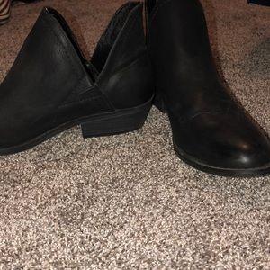 Black short boot heals